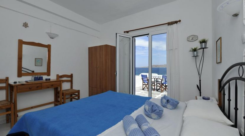 Seaside Villa in Paros for Sale 4