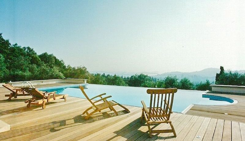 Big Villa with large land plot Corfu 1