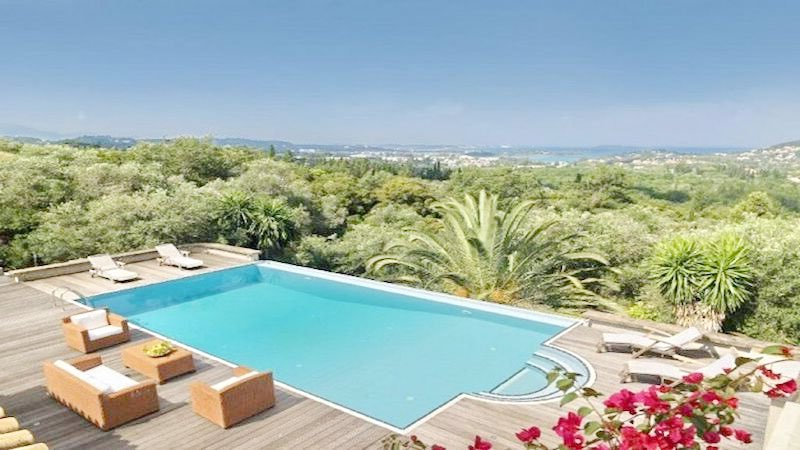Big Villa with large land plot Corfu 11