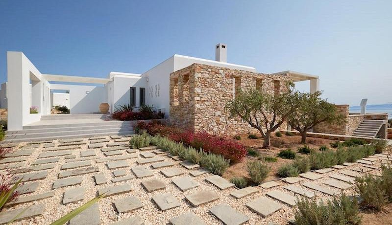 Luxury Villa in Lolandonis Beach , in Paros 1