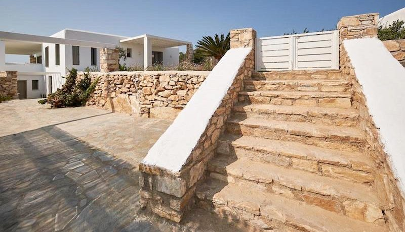 Luxury Villa in Lolandonis Beach , in Paros 11