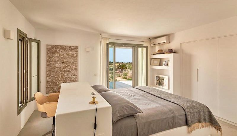 Luxury Villa in Lolandonis Beach , in Paros 14