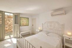 Luxury Villa in Lolandonis Beach , in Paros 16
