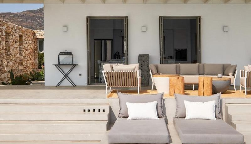 Luxury Villa in Lolandonis Beach , in Paros 4