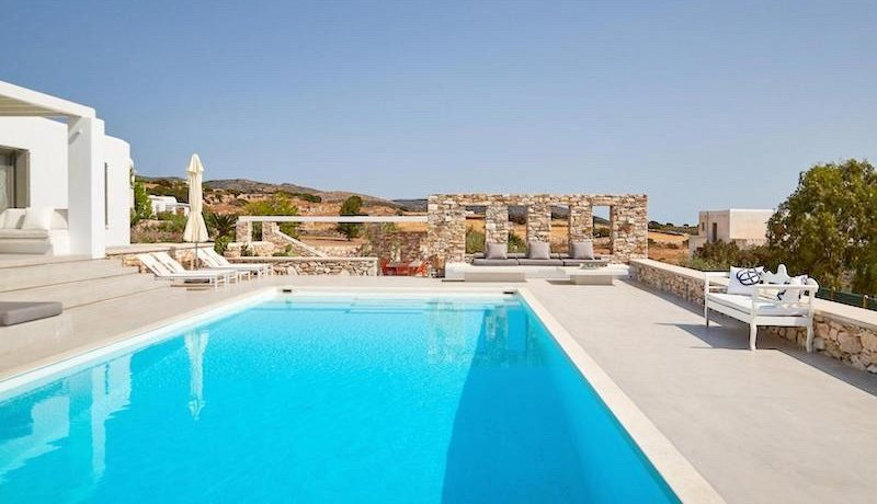 Luxury Villa in Lolandonis Beach , in Paros 8