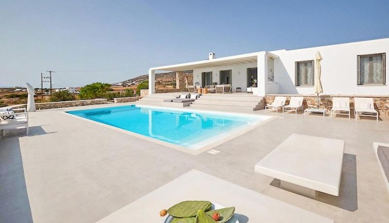 Luxury Villa in Lolandonis Beach , in Paros 9