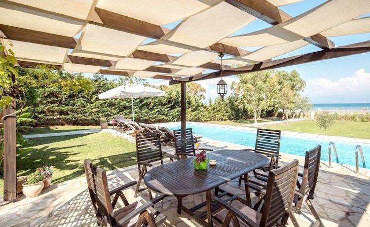 on the beach Villa in Corfu Kassiopi 3