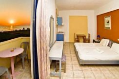 Apartment hotel with direct beach access in Crete 16