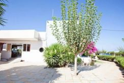 Apartment hotel with direct beach access in Crete 2