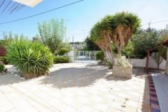 Apartment hotel with direct beach access in Crete 3