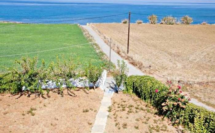 Apartment hotel with direct beach access in Crete 4