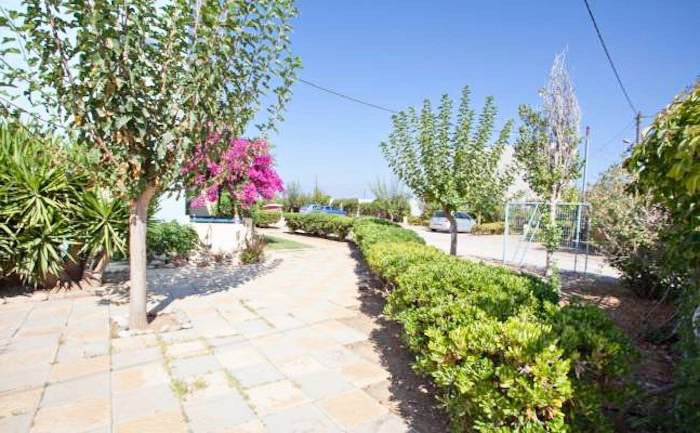 Apartment hotel with direct beach access in Crete 5