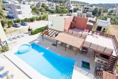 Apartment hotel with direct beach access in Crete 6