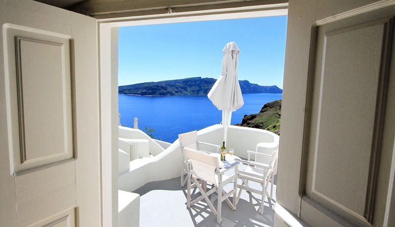 Luxury Cave Suite at Oia Santorini 2