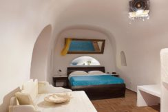 Villa at Foinikia of Oia in Santorini 16
