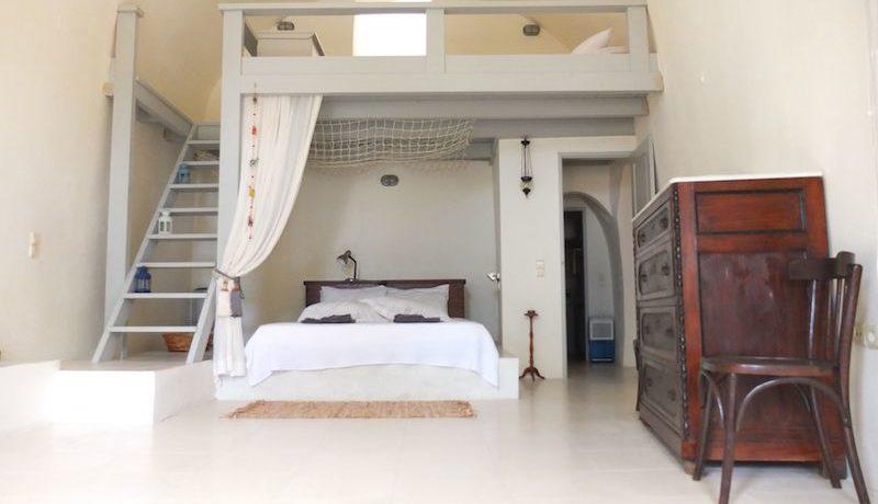 Villa at Finikia area of Oia, Santorini 15