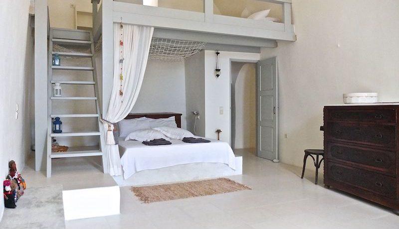 Villa at Finikia area of Oia, Santorini 3