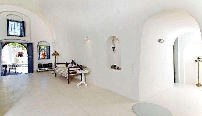 Villa at Finikia area of Oia, Santorini 8