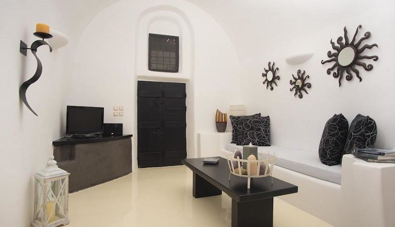 House for Sale in Santorini 18