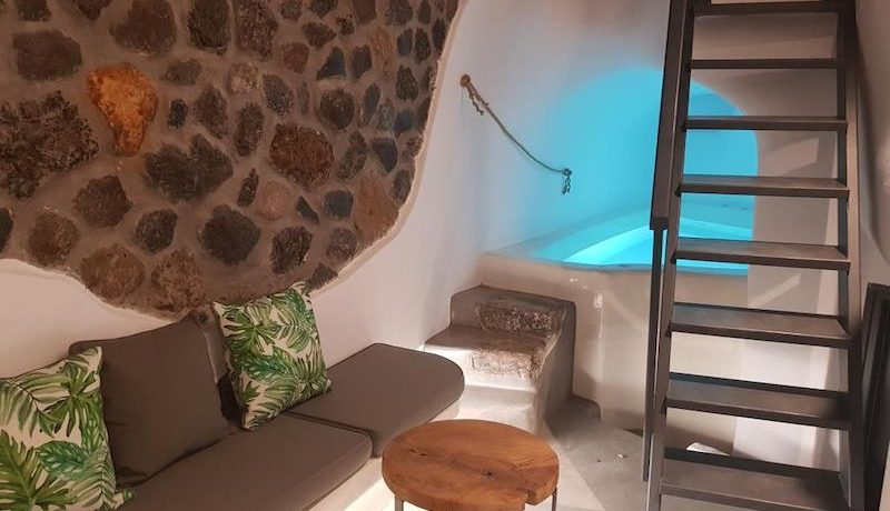 House for Sale in Santorini at Megalochori 1