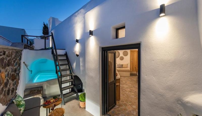 House for Sale in Santorini at Megalochori 2