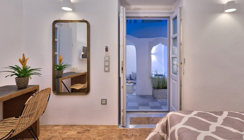 Super Lux Villa in Oia Santorini for Sale 2