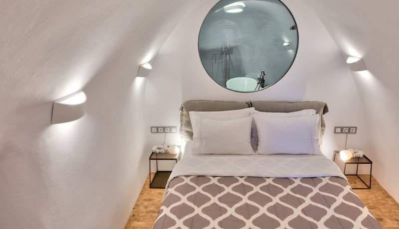 Super Lux Villa in Oia Santorini for Sale 9