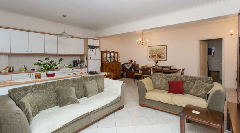 5 minutes from the Sea Apartment in Athens 15