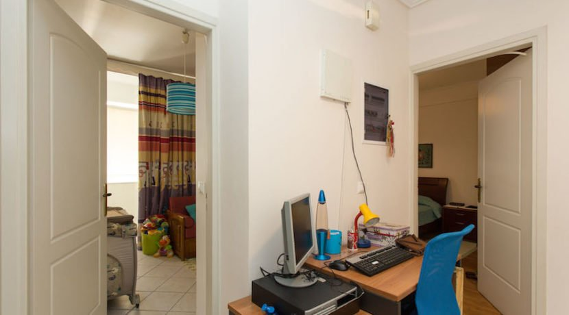 5 minutes from the Sea Apartment in Athens 3