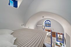 Luxury Cave House at Oia Santorini 12