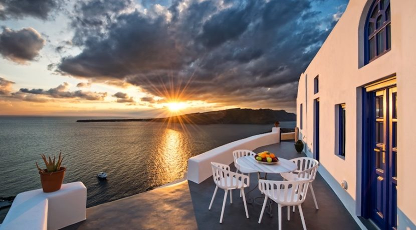 Luxury Cave House at Oia Santorini 32