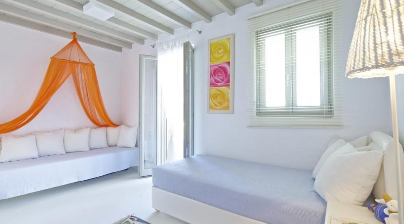 Luxury-Villa-in-Kalafatis-Mykonos-1