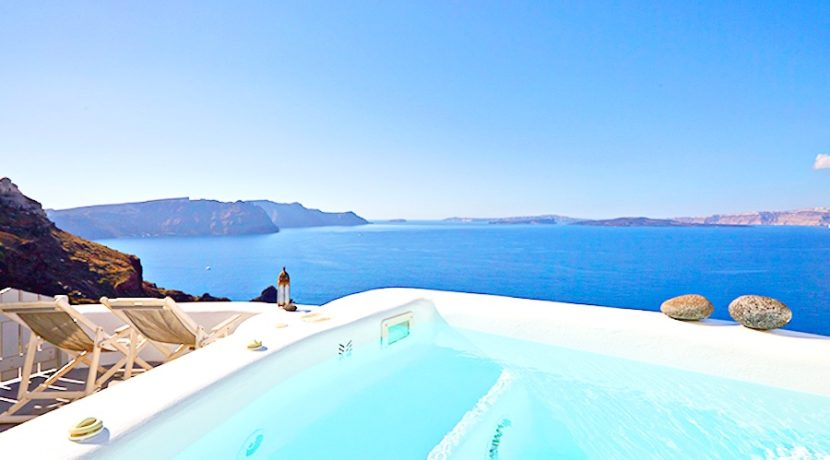 5 Cave suites property at Caldera of Oia Santorini 1