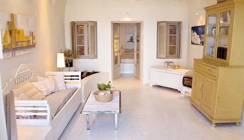 Beautiful Restored Villa in Santorini 11