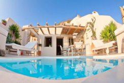 Beautiful Restored Villa in Santorini 15