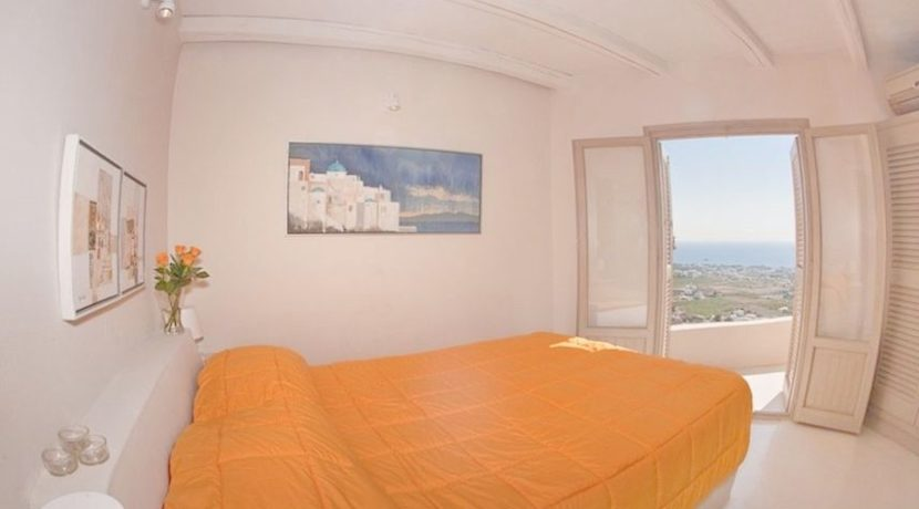 Beautiful Restored Villa in Santorini 4