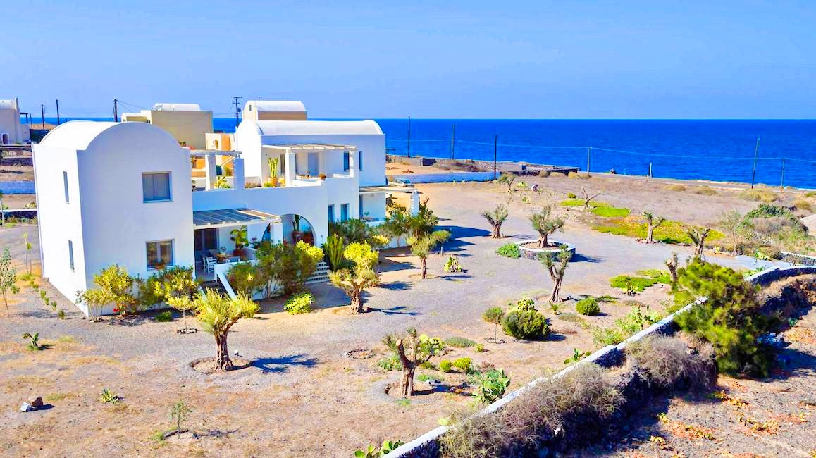 Boutique hotel of 5 Apartments at Finikia of Oia, Santorini