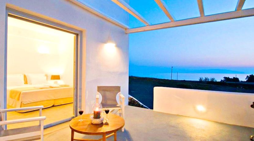 Boutique hotel of 5 Apartments at Finikia of Oia, Santorini 1