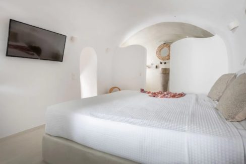 Santorini cave house for sale, traditional cave house Santorini for sale 16