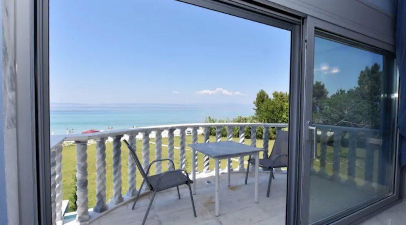 Beachfront-Villa-at-Polychrono-Halkidiki-36
