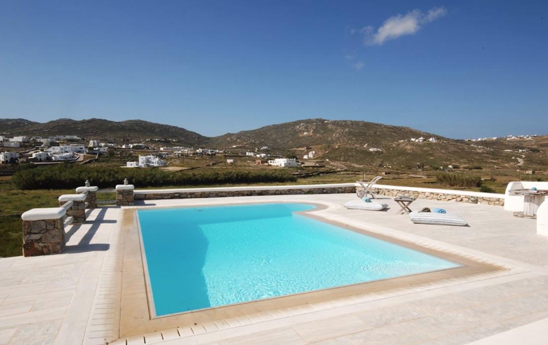 Villa in Ftelia Mykonos with 3 BDR