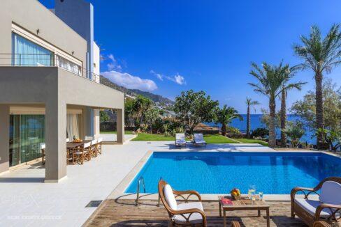 Beachfront Villa in Crete with Pool, Ierapetra