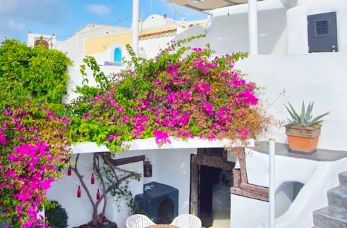 House for Sale in Santorini