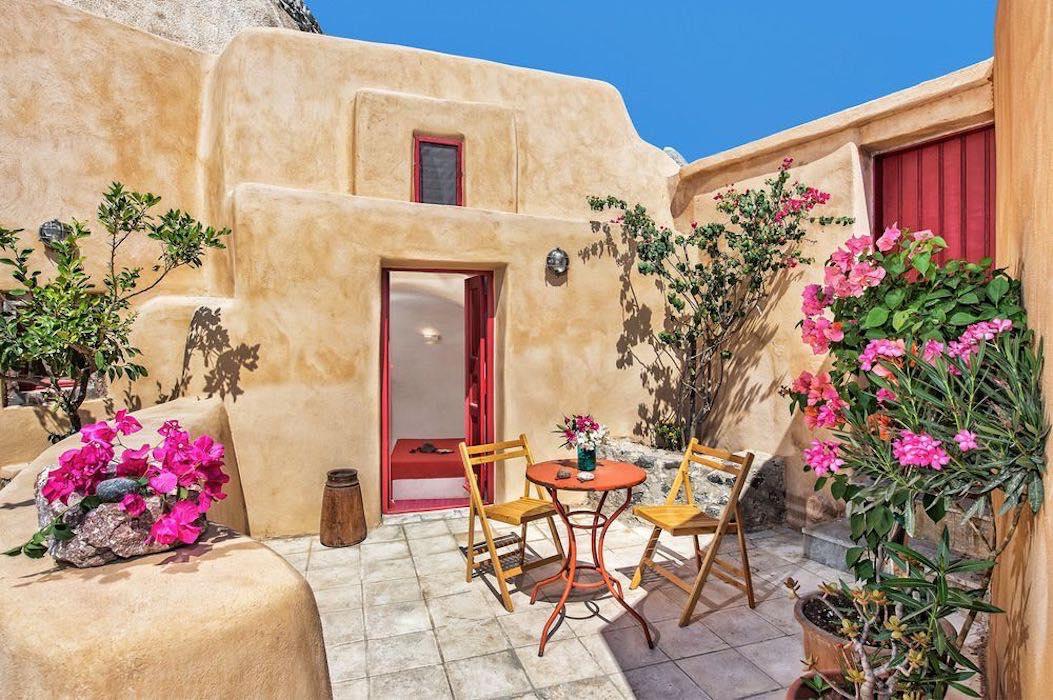 House for sale in Finikia, Santorini – 3 Rental suites
