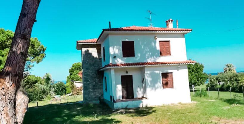 Seafront House at Pefkohori Halkidiki for sale