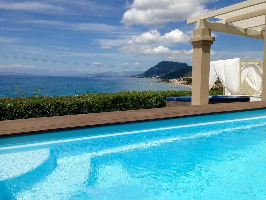 Complex of 5 small seafront villas in Corfu
