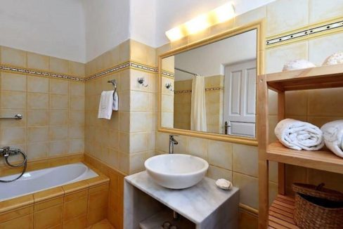 House for sale in Paros 9