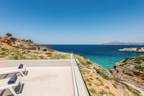 Amazing Seafront Villa in Crete. Property for sale in Crete Chania, property for sale in Greece beachfront, luxury waterfront homes for sale in Greece 1