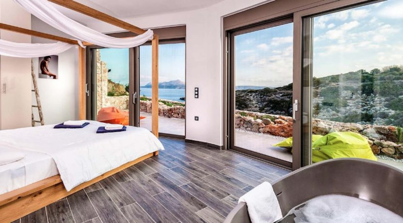 Amazing Seafront Villa in Crete. Property for sale in Crete Chania, property for sale in Greece beachfront, luxury waterfront homes for sale in Greece 11