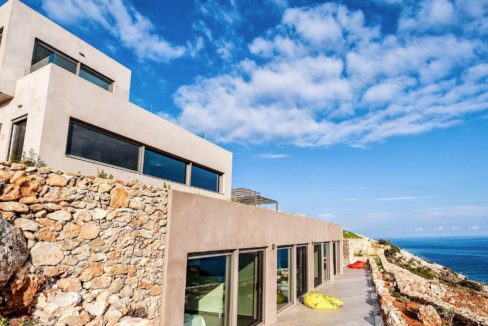 Amazing Seafront Villa in Crete. Property for sale in Crete Chania, property for sale in Greece beachfront, luxury waterfront homes for sale in Greece 12